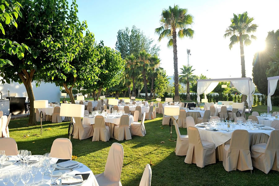 Catering service at outdoor spaces - Barceló Sevilla Renacimiento Hotel