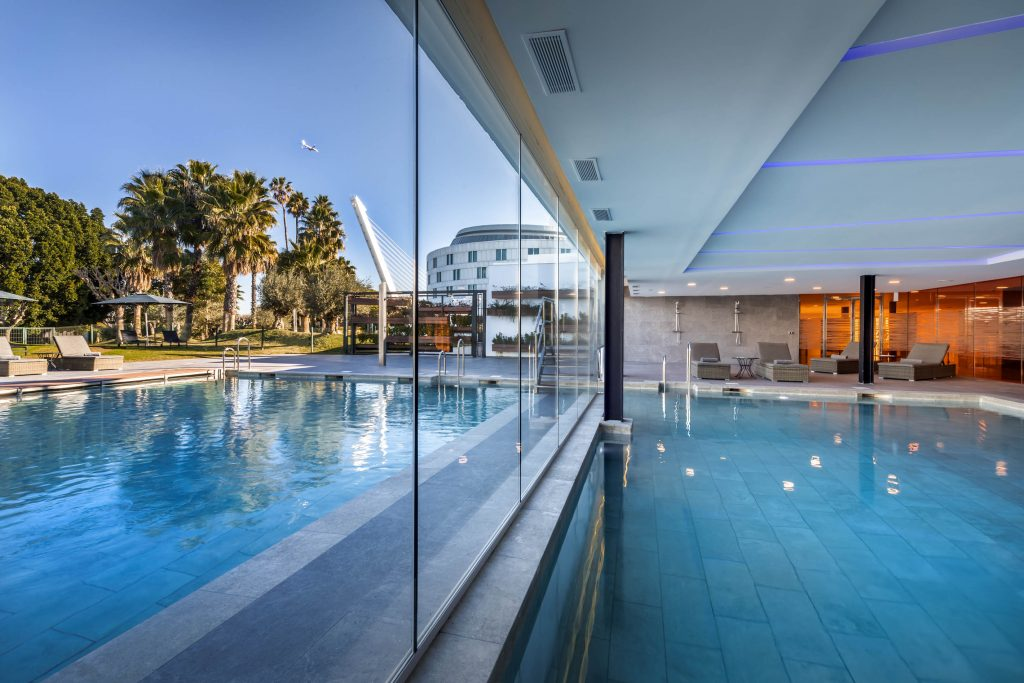 Swimming pool and solarium barcel sevilla for Piscine sevilla