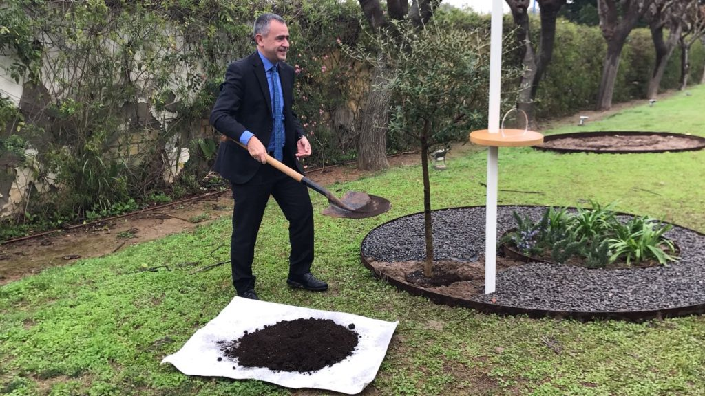 [:es] La Cadena COPE planta su árbol en el Jardín de los Eventos 2 [:en] Cadena COPE leaves their tree in 'The Garden of Events' 2 [:]