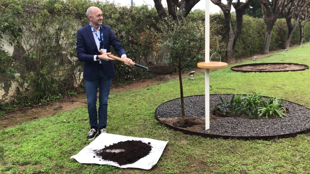 [:es] La Cadena COPE planta su árbol en el Jardín de los Eventos 3 [:en] Cadena COPE leaves their tree in 'The Garden of Events' 3 [:]