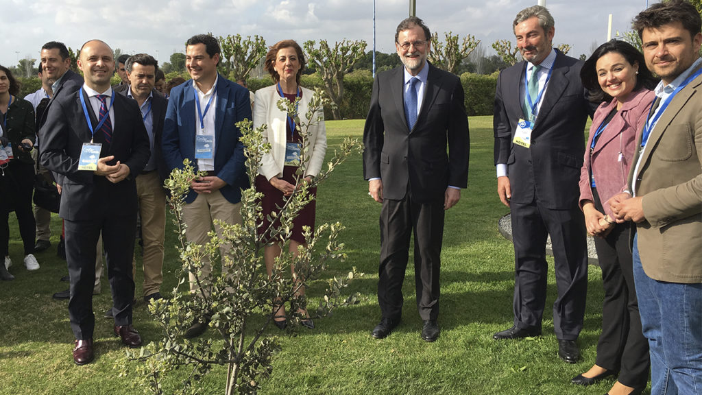 [:es] Rajoy planta una encina en el 'Jardín de los Eventos' [:en] Rajoy in our 'Garden of Events', on the occasion of PP Convention [:]