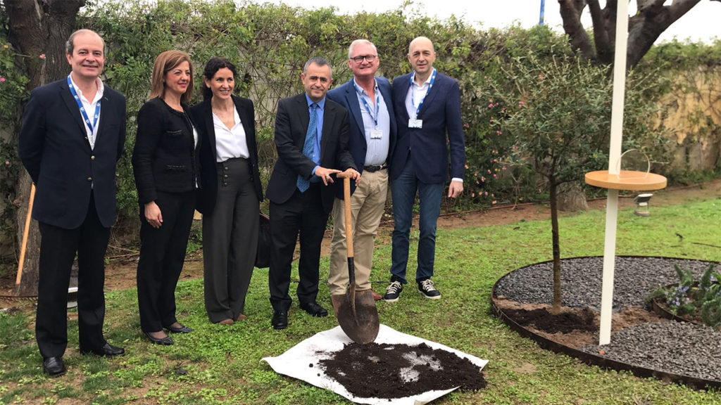[:es] La Cadena COPE planta su árbol en el Jardín de los Eventos [:en] Cadena COPE leaves their tree in 'The Garden of Events' [:]