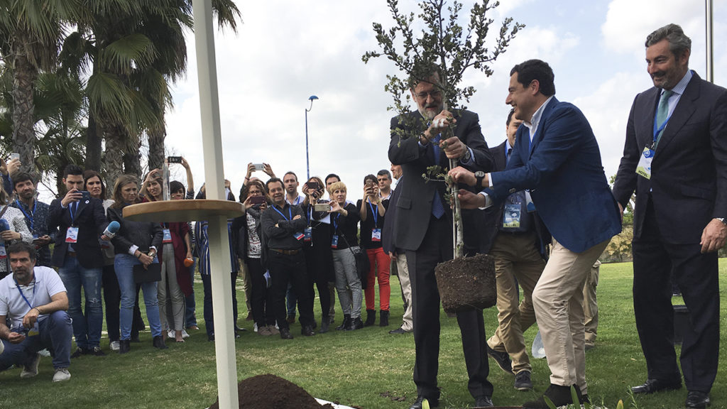 [:es] Rajoy planta una encina en el 'Jardín de los Eventos' 1 [:en] Rajoy in our 'Garden of Events', on the occasion of PP Convention 1 [:]
