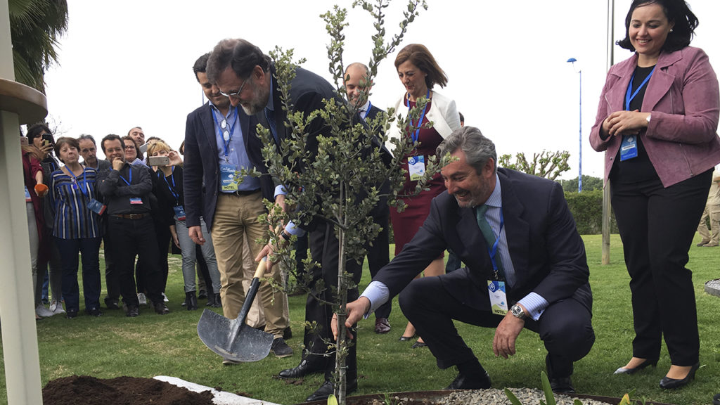 [:es] Rajoy planta una encina en el 'Jardín de los Eventos' 2 [:en] Rajoy in our 'Garden of Events', on the occasion of PP Convention 2 [:]