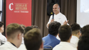 [:es] El 'Chef del Mar' da una clase magistral en Barceló Sevilla Renacimiento 5 [:en] Masterclass with the 'Sea Chef' at Barceló Sevilla Renacimiento 5 [:]