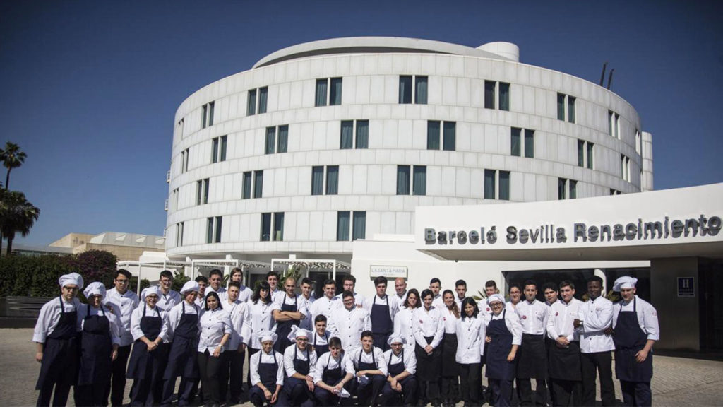 [:es]La escuela de hostelería de la Fundación Cruzcampo en Barceló Sevilla Renacimiento[:en]Gastronomy by Cruzcampo Foundation Catering and Hospitality School arrives at Barceló Sevilla Renacimiento[:]
